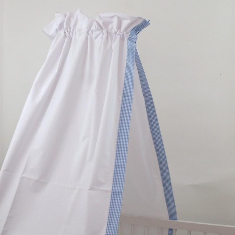 babybett himmel in weiss mit dezenter einfassung mit hellblauen vichy karo f r ein stilvolles. Black Bedroom Furniture Sets. Home Design Ideas