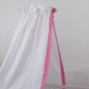 babybett himmel in weiss mit dezenter einfassung mit rosa vichy karo f r ein stilvolles m dchen. Black Bedroom Furniture Sets. Home Design Ideas