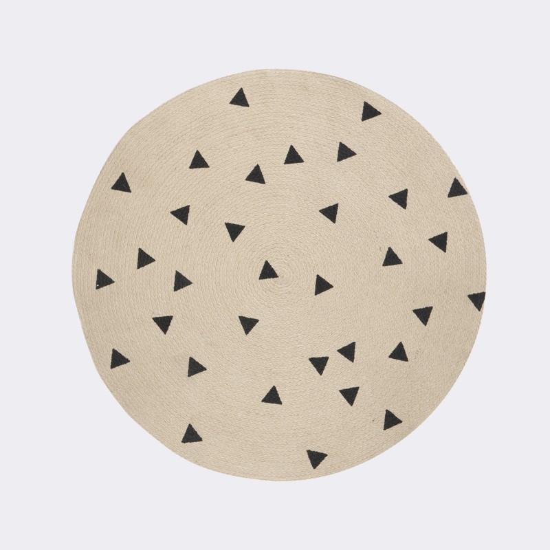runder kinderteppich dreiecke schwarz aus jute 100 cm von ferm living. Black Bedroom Furniture Sets. Home Design Ideas