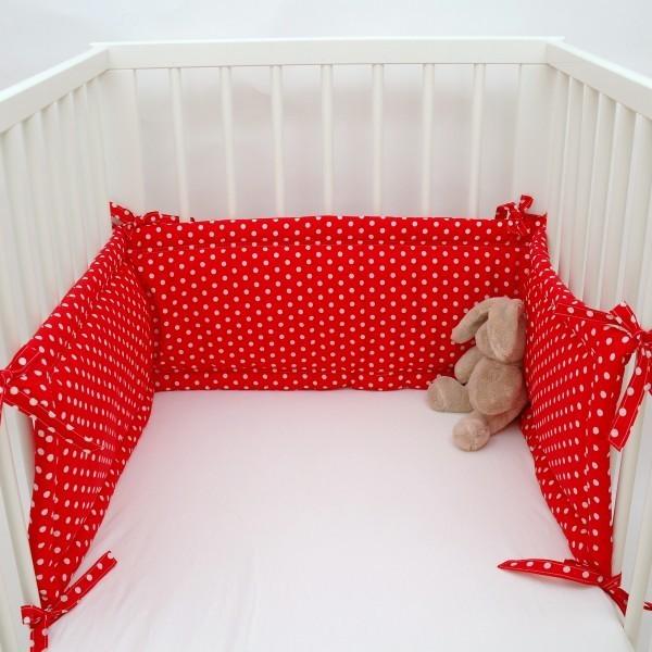 nestchen f rs babybett kuschelig und besch tzend trendy im fliegenpilzdesign. Black Bedroom Furniture Sets. Home Design Ideas