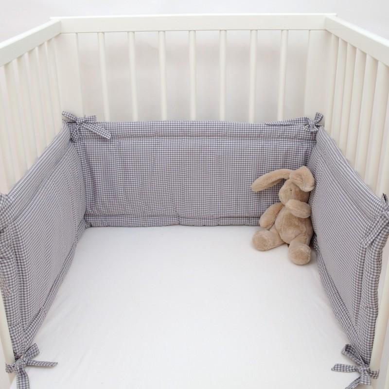 nestchen f rs babybett kuschelig und besch tzend klassisch mit vichy karo grau. Black Bedroom Furniture Sets. Home Design Ideas
